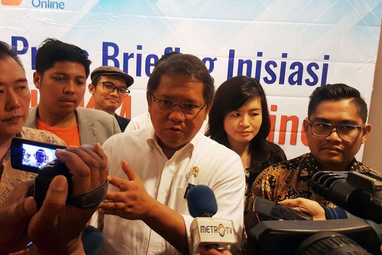 Menkominfo Rudiantara (baju putih), di acara UMKM Go Online di Jakarta, Rabu (15/11/2017).