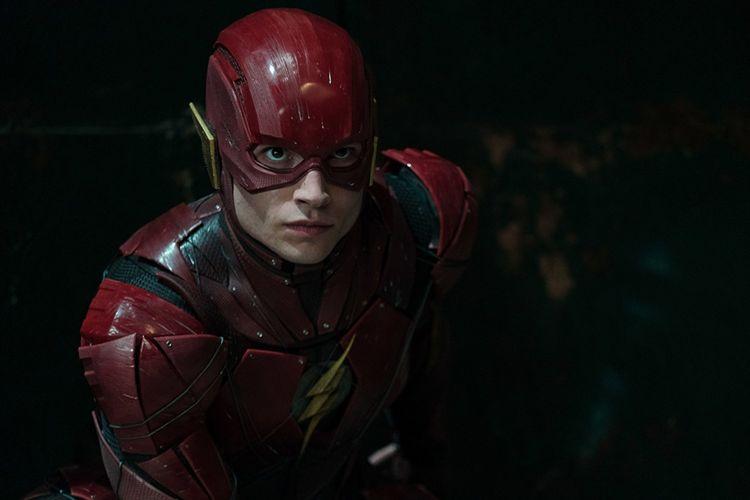 Ezra Miller beraksi sebagai The Flash dalam Justice League (2017)