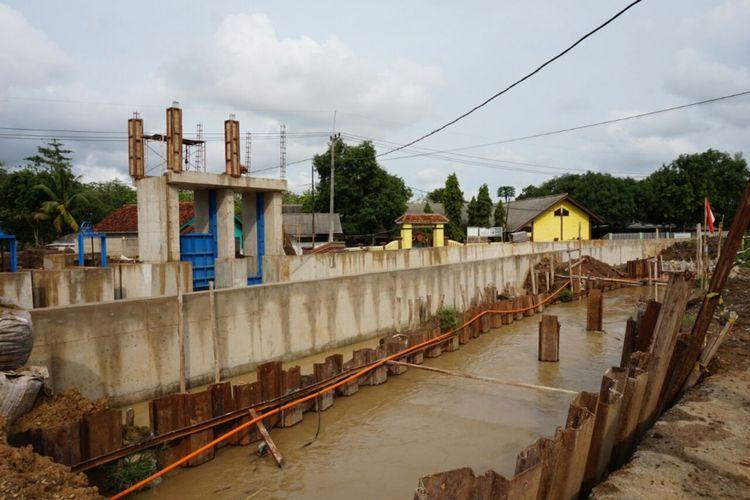 Salah satu sudut area pembangunan modernisasi Daerah Irigasi Rentang di Desa Kliwed, Kecamatan Kertasemaya, Kabupaten Indramayu, Kamis (16/11/2017).