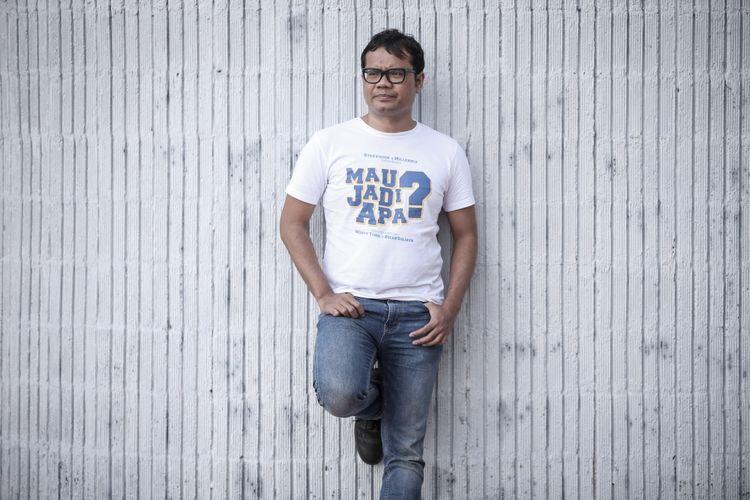 Komedian Soleh Solihun disela wawancara promo film Mau Jadi Apa di kantor redaksi Kompas.com, Jakarta, Rabu (22/11/2017). Film bergenre komedi yang mengangkat kisah Soleh Solihun sewaktu menjalani pendidikan di Fikom Universitas Padjajaran akan serentak tayang di jaringan bioskop pada 30 November 2017 mendatang. KOMPAS IMAGES/KRISTIANTO PURNOMO