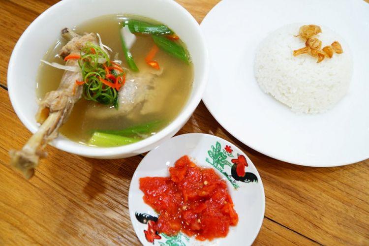 Kuliner khas Toraja, ayam sarre di Toraja Coffee House, Jakarta.