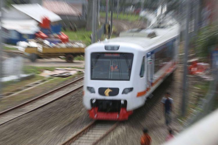 Kereta Bandara saat melakukan uji coba di Stasiun Bandara Soekarno-Hatta akan menuju stasiun Sudirman, Selasa (28/11/2017).