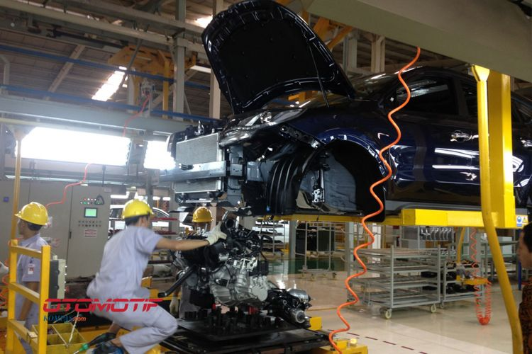Pabrik Sokonindo Automobile di Serang, Banten, memproduksi SUV Glory 580.