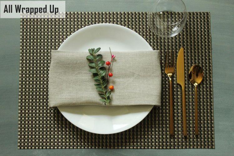 Hiasan meja makan saat natal.