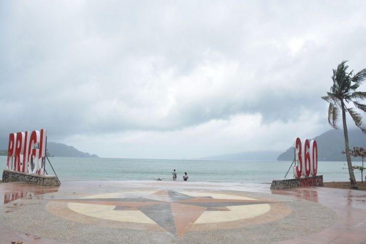Pantai Prigi merupakan salah satu potensi wisata maritim di Kabupaten Trenggalek, Jawa Timur