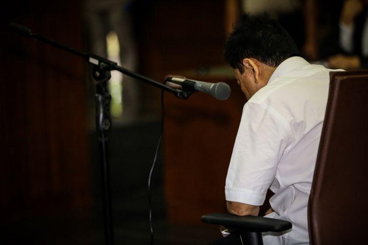 Tersangka kasus korupsi proyek e-KTP, Setya Novanto menjalani sidang perdana di Gedung Pengadilan Tipikor, Jakarta, Rabu (13/12/2017). Setya Novanto akan menghadapi sidang pembacaan dakwaan oleh jaksa penuntut umum.