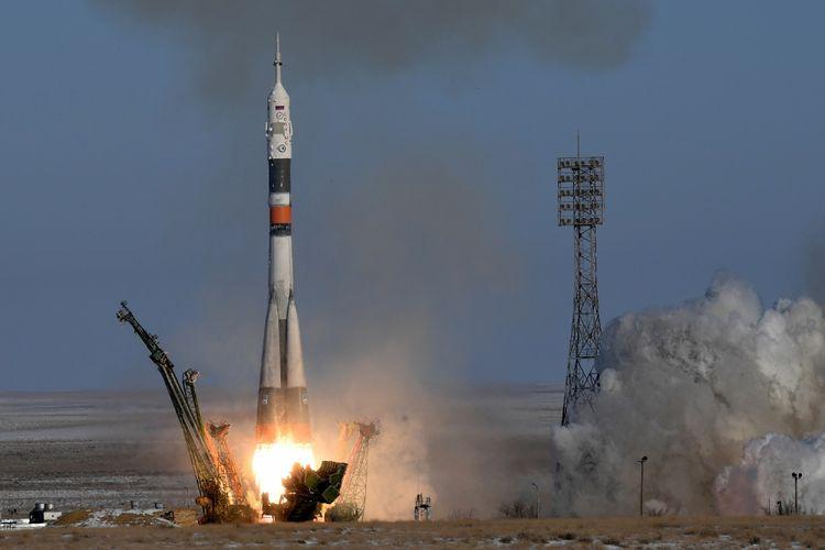 Pesawat luar angkasa Soyuz MS-07 membawa anggota dari ekspesisi International Space Station (ISS) meluncur menuju ISS dari lokasi peluncuran Baikonur Cosmodrome pada Minggu (17/12/2017).