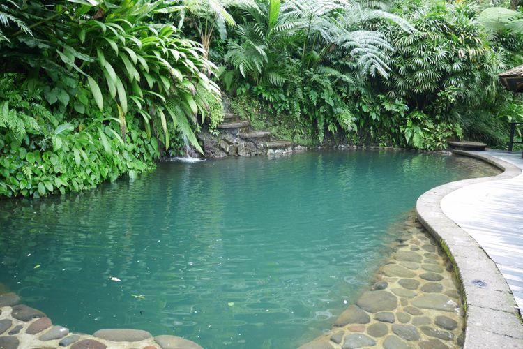 Kolam renang ditebing tengah hutan, salah satu fasilitas di Como Shambhala Estate Bali, Sabtu (16/12/2017).