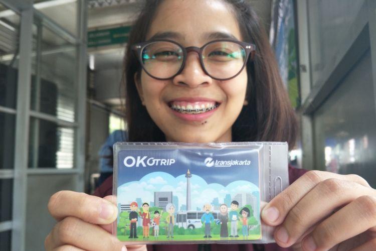 Caezar Icha, pelanggan transjakarta yang baru saja membeli kartu Ok Otrip, Selasa (26/12/2017).