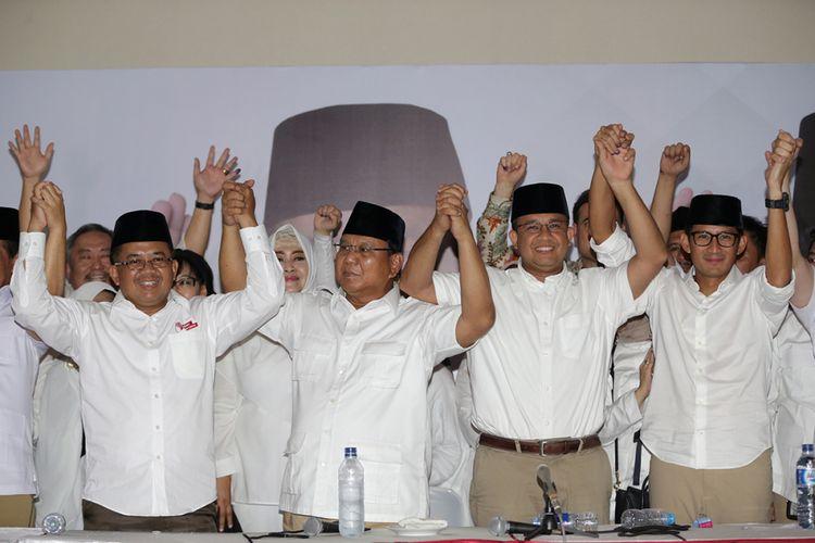 Presiden Partai Keadilan Sejahtera, Sohibul Iman (kiri), Ketua Umum Partai Gerindra, Prabowo Subianto (kedua dari kiri), kandidat calon gubernur DKI Jakarta nomor urut 3, Anies Baswedan (kedua dari kanan) dan kandidat calon wakil gubernur DKI Jakarta no urut 3, Sandiaga Uno di Kantor DPP Partai Gerindra, Jakarta Selatan,  Rabu (19/4/2017). Hasil sementara penghitungan cepat Pilkada DKI Jakarta 2017 putaran kedua, pasangan Anies Baswedan-Sandiaga Uno menang atas pasangan Basuki Tjahaja Purnama- Djarot Saiful Hidayat.