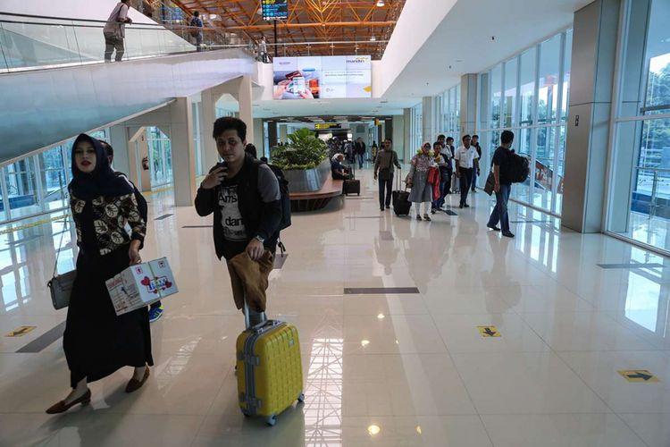 Aktivitas penumpang saat berada di Stasiun BNI City, Sudiman, Jakarta (8/1/2018). PT Bank Negara Indonesia (Persero) Tbk (BBNI) menjadi nama dari salah satu stasiun kereta bandara Soekarno-Hatta yakni, Stasiun BNI City yang terletak di kawasan Sudiman, Jakarta.