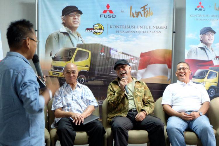 Iwan Fals berbincang dengan Sopir Truk di Surabaya