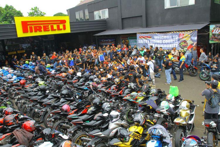 Komunitas para pemilik sepeda motor Suzuki GSX 150cc, GSX Community Nusantara, melakukan Sunmori (Sunday morning ride) perdana tahun ini, Minggu (7/1/2018).