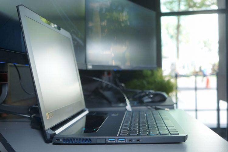 Kisi pembuang panas di sisi kiri Acer Predator Triton 700, terdapat juga dua port USB 3.0 dan jack audio 3,5 mm.