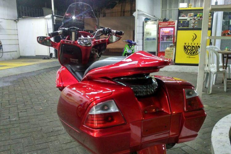Honda PCX milik Ibnu Aditya yang diubah bak Goldwing.