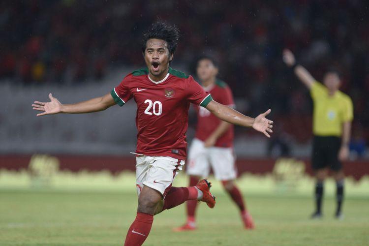 Pemain Timnas Indonesia Ilham Udin Armain merayakan gol yang dicetaknya ke gawang Islandia dalam pertandingan persahabatan di Stadion Utama Gelora Bung Karno, Jakarta, Minggu (14/1/2018).