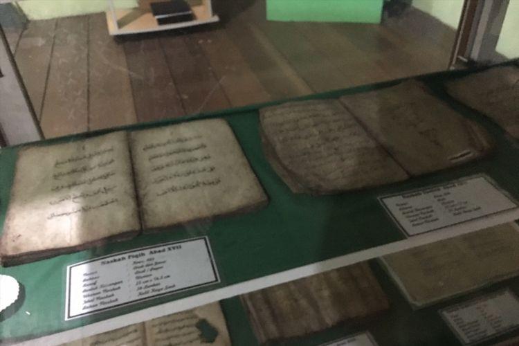 Bukti penyebaran Islam di kompleks Candi Cangkuang, Desa Cangkuang, Kecamatan Leles, Kabupaten Garut, Jawa Barat, Sabtu (13/1/2018).
