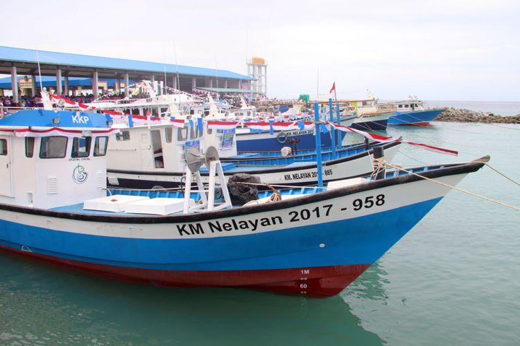 Sejumlah perahu dari Kementerian Kelautan dan Perikanan yang diserahkan kepada nelayan Gorontalo oleh Direktur Perikanan Tangkap, Sjarief Widjaja