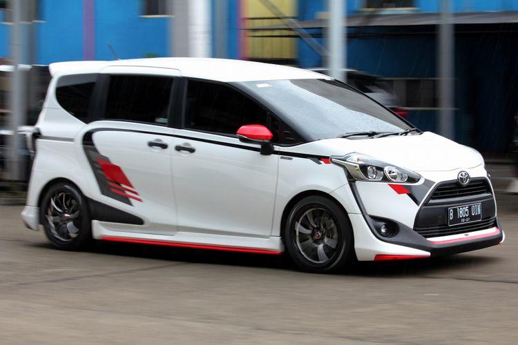 Toyota Sienta modifikasi.