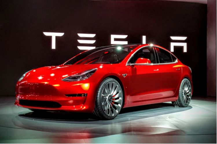 Mobil listrik Tesla Model 3.