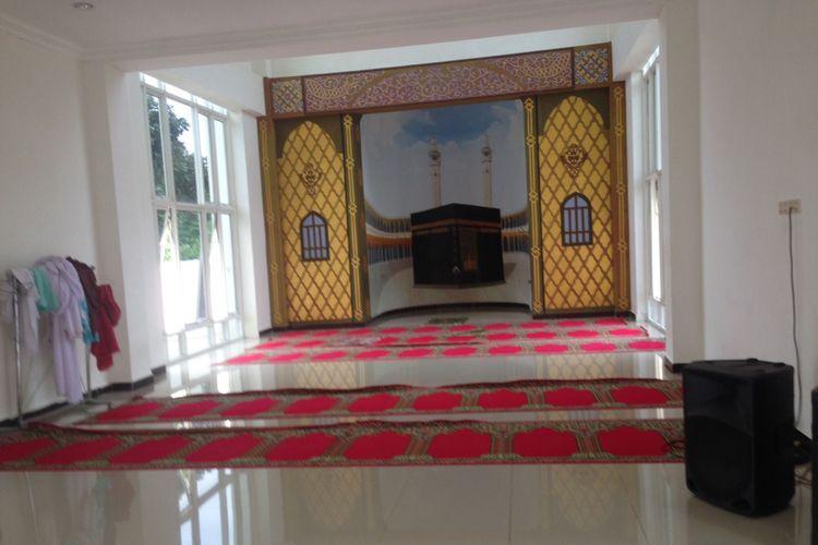 Bagian dalam ,asjid kapal di Semarang, Jawa Tengah. Masjid ini unik karena Arsitektur bangunan menyerupai kapal. Foto diambil pada Jumat (26/1/2018)