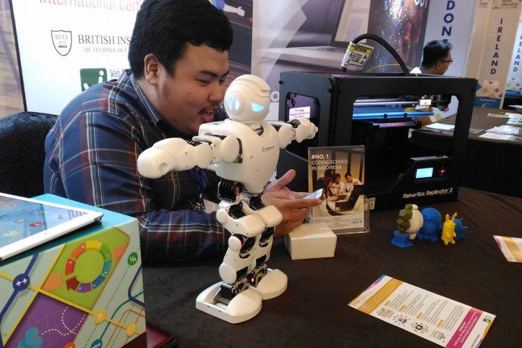 Dalam kelas coding, peserta kursus bisa mengenal, mengaplikasikan, dan mengembangkan konsep dasar pemrograman untuk robot.