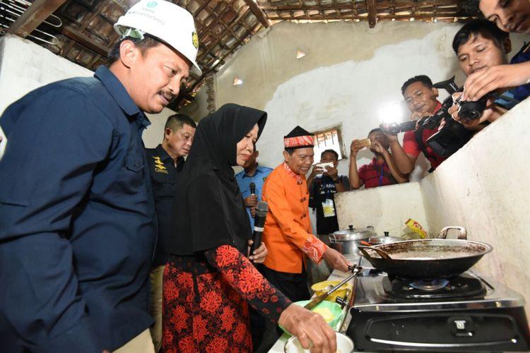 Masyarakat Mojokerto kini dapat menikmati jaringan gas untuk rumah tangga. Menteri ESDM Ignasius Jonan meresmikan Jaringan Gas untuk Rumah Tangga di Mojokerto, Jawa Timur, Rabu (9/2/2018)