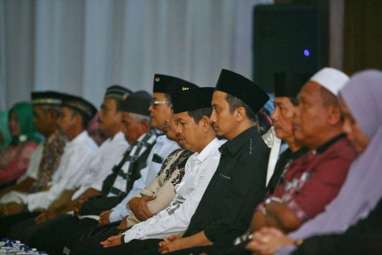 Ustaz Yusud Mansur dan Bupati Purwakarta Dedi Mulyadi, saat menghadiri sebuah acara bertema pendidikan di Purwakarta, Jumat (9/2/2018).