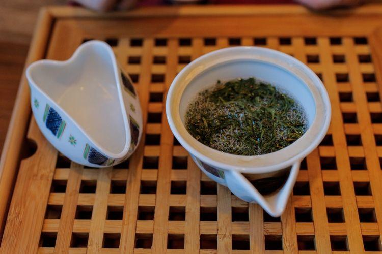 Gyokuro, salah satu teh hiijau dari Jepang yang berkualitas tinggi dan harganya mahal.