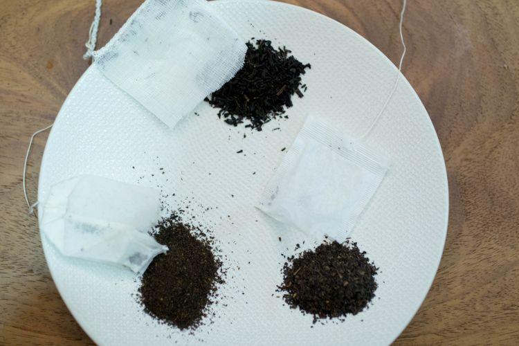Teh yang digunakan di dalam teh celup. Teh celup berbahan kertas biasanya menggunakan teh bertekstur debu, sisaan dari daun teh disebut dust. Sementara teh celup berbahan kain, biasanya menggunakan teh berbentuk daun (loose leaf tea).