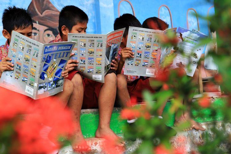 Ilustrasi siswa SD. . Siswa SD Negeri 002 Peso, Bulungan yang terletak di pedalaman, melakukan kegiatan membaca di luar jam pembelajaran. Kabupaten Bulungan menjadi daerah pertama di Indonesia yang memasukan suplai buku bacaan anak kedalam komponen BOSDA.