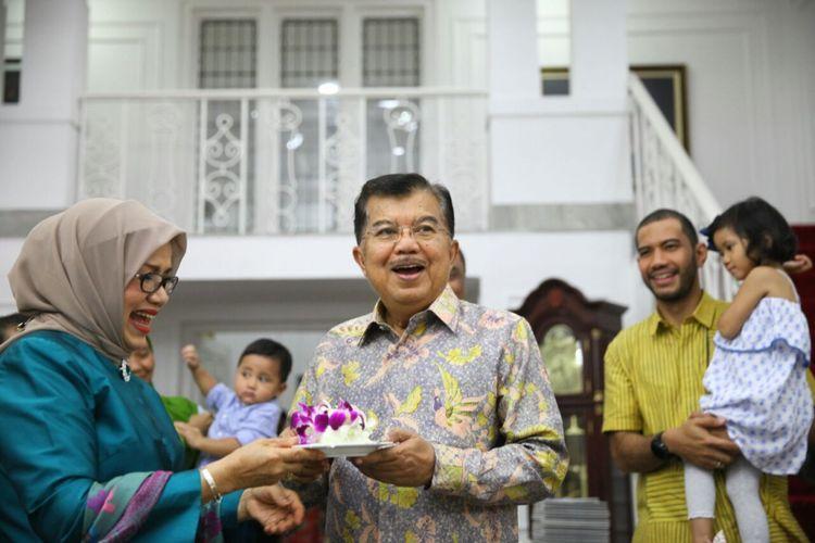 Perayaan Hari Ulang Tahun Mufidah Jusuf Kalla ke-75 di Kediaman Dinas Wakil Presiden RI, Menteng, Jakarta, Senin (12/2/2018).
