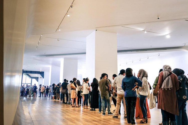 MACAN yang menyambut ramah menjadi pusat perhatian sehingga pihak museum harus mengendalikan massa.