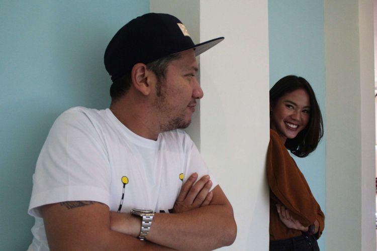Gading Marten dan Della Dartyan saat berkunjung untuk promo film Love For Sale di Gedung Kompas Gramedia, Palmerah Barat, Jakarta, Selasa (13/02/2018). Film yang bergenre drama komedi romantis tersebut merupakan garapan rumah produksi Visinema Pictures.