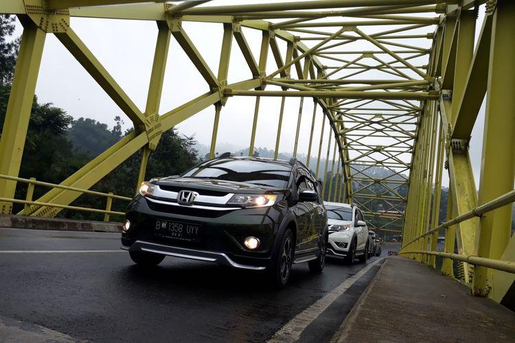 Honda BR-V di jembatan Kamojang, Garut.