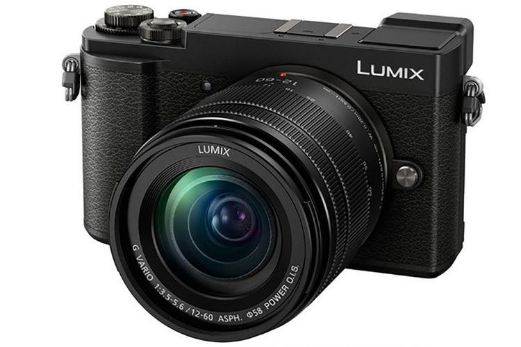 Kamera mirrorless Panasonic Lumix GX9 dengan lensa kit Lumix 12-60mm f/3.5-5.6.
