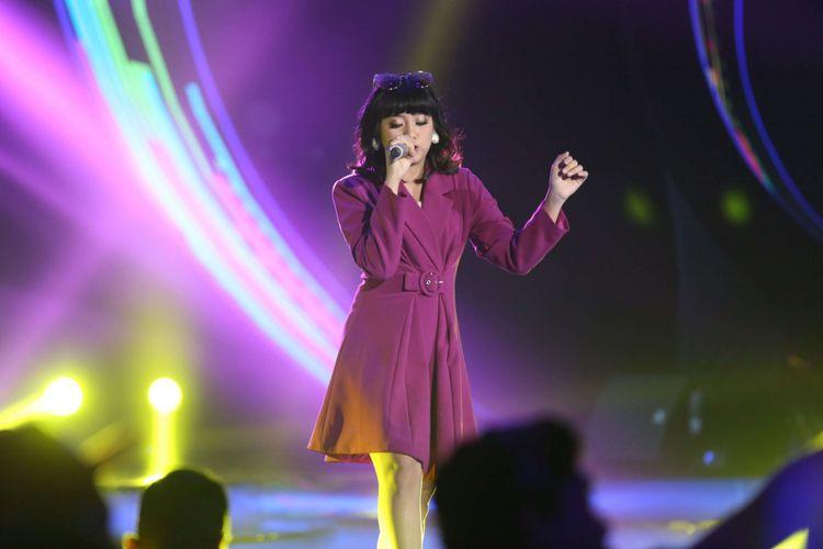 Penampilan Ghea di acara Top 9 Indonesian Idol 2018 Studio 11, MNC Studios, Kebon Jeruk, Jakarta Barat, Selasa (13/2/2018). Dalam episode Top 9 Indonesian Idol 2018 salah seorang peserta akan kembali tereliminasi di penghujung acara.