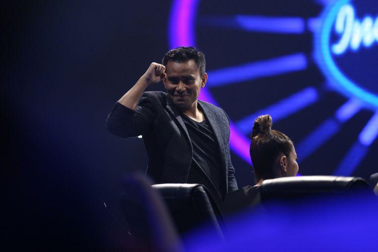 Judika saat menjadi juri Indonesian Idol 2018 di Studio 1, MNC Studios, Kebon Jeruk, Jakarta Barat, Selasa (13/2/2018). Dalam episode Top 9 Indonesian Idol 2018 salah seorang peserta akan kembali tereliminasi di penghujung acara.