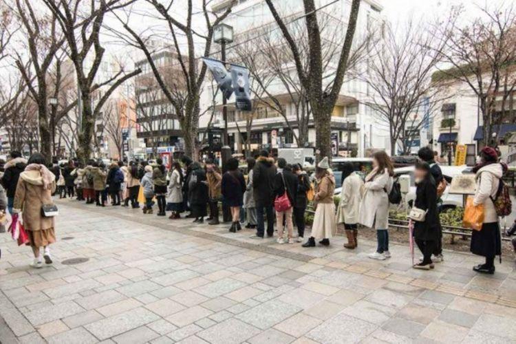 Antrean saat pembukaan toko eksklusif Cardcaptor Sakura di Kiddy Land Harajuku, Jepang.