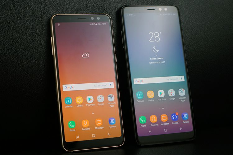 Samsung Galaxy A8 (kiri) dan Galaxy A8 Plus.