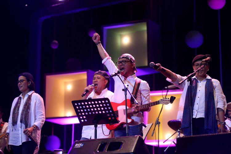 Grup Band kolaborasi para menteri yang tergabung dalam Elek Yo Band tampil bersama Endah N Rhesa saat Java Jazz Festival 2018 hari pertama di JIExpo Kemayoran, Jakarta Pusat, Jumat (2/3/2018) malam. Sejumlah penyanyi seperti Tesla Manaf, Dira Sugandi, Kunto Aji, dan Lee Ritenour, dan Dionne Warwick tampil menghibur penonton pada hari pertama Java Jazz Festival 2018.