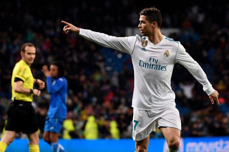 Cristiano Ronaldo merayakan gol ke-300 di La Liga saat Real Madrid menjamu Getafe di Stadion Santiago Bernabeu, Sabtu (3/3/2018).