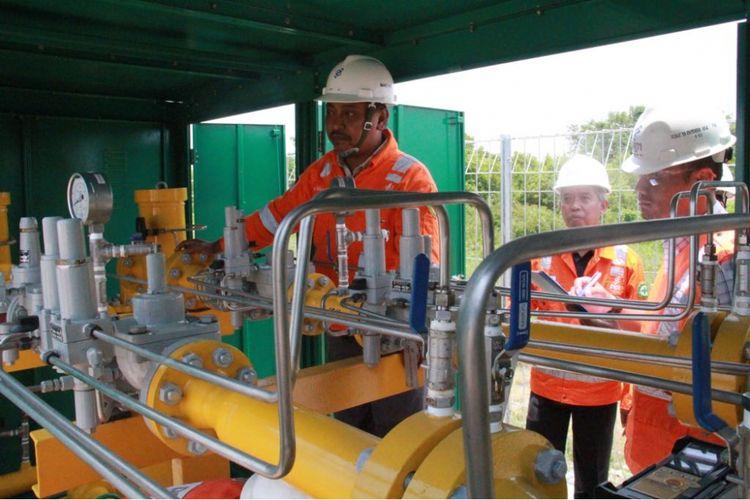 PGN menyalurkan gas bumi perdana (initial gas in) ke Kawasan Industri Java Integrated Industrial and Port Estate (JIIPE) di Gresik, Jawa Timur, Selasa (6/3/2018)