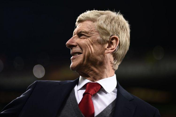 Arsene Wenger tampak semringah seusai Arsenal menang atas AC Milan pada babak 16 besar Liga Europa di San Siro, Kamis (8/3/2018).