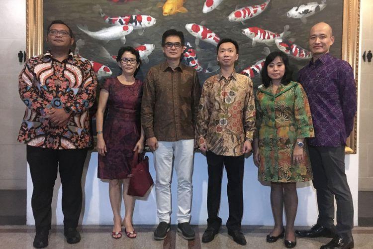Konsumen Suzuki dan jajaran manajemen Suzuki Indonesia.