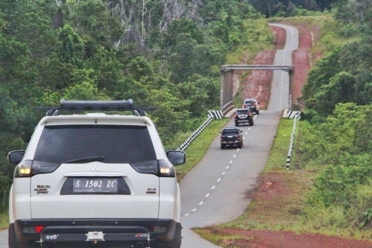 Kondisi jalan perbatasan Papua, Jumat (16/3/2018). Saat ini ruas jalan yang sudah tersambung 891 kilometer dari target 1.098 kilometer. Namun, saat dicek masih ada 58 kilometer jalan yang rusak.