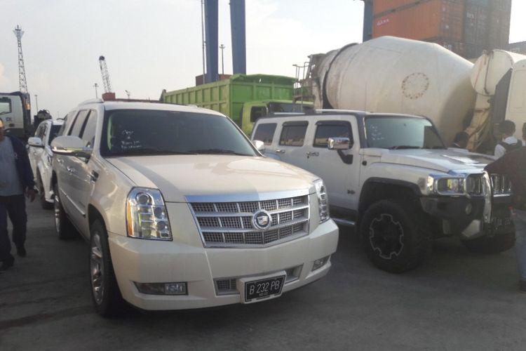 Mobil mewah sitaan KPK tiba di Pelabuhan Tanjung Priok,