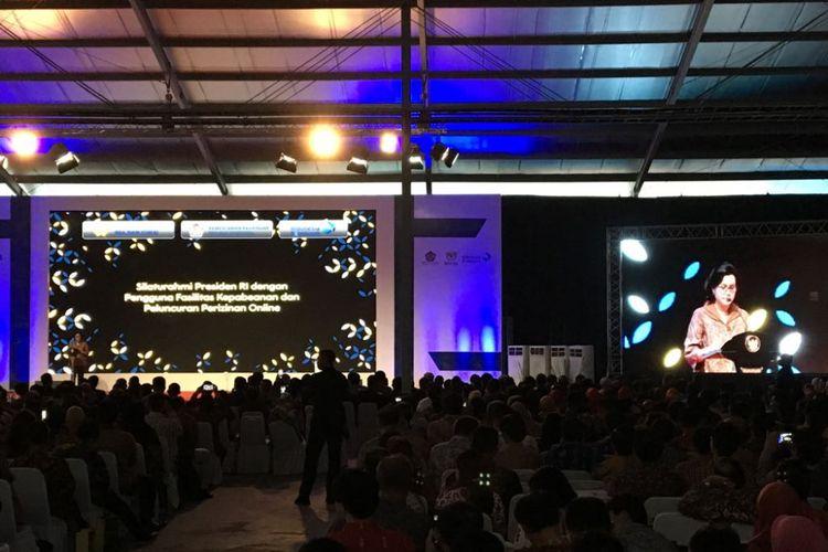 Menteri Keuangan Sri Mulyani Indrawati menyampaikan sambutan saat kunjungan kerja Presiden Joko Widodo dan rombongan ke PT Samick Indonesia, Kabupaten Bogor, Jawa Barat, Selasa (27/3/2018). Dalam acara ini, turut diresmikan peluncuran perizinan online dan sejumlah kemudahan izin usaha lainnya.