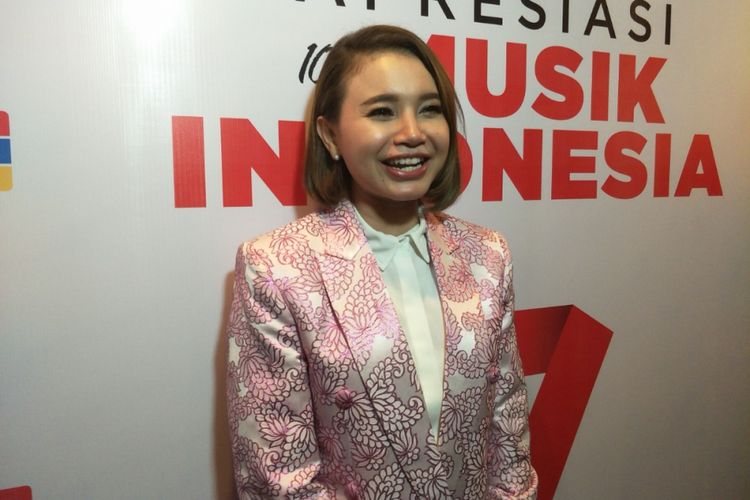 Rossa diabadikan usai mengisi acara ulang tahum i-Radio di Grand Indonesia, Jakarta Pusat, Rabu (28/3/2018) malam