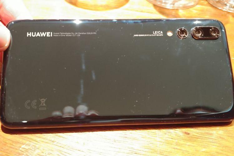 Triple camera di bagian belakang Huawei P20 Pro.